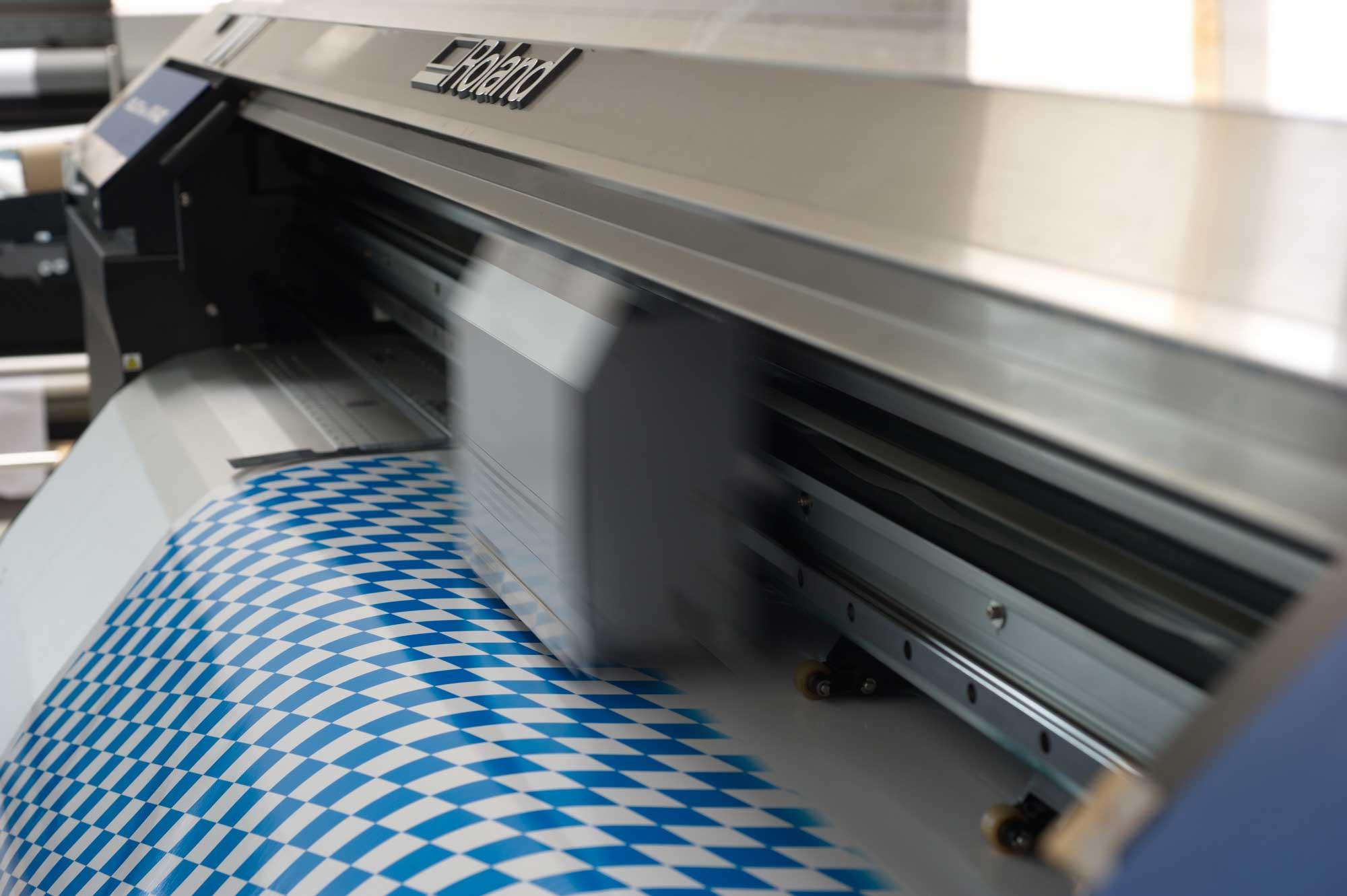 Foliendruck an der Roland Soljet Pro XR-640 © Atelier Haase - Foto: Katharina Hansen-Gluschitz