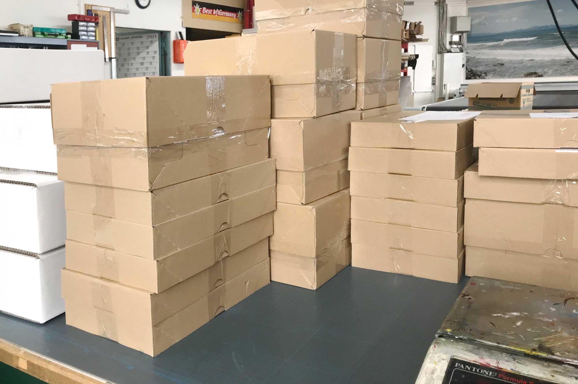Für den Versand vorbereitete Kartons © Atelier Haase - Foto: Katharina Hansen-Gluschitz
