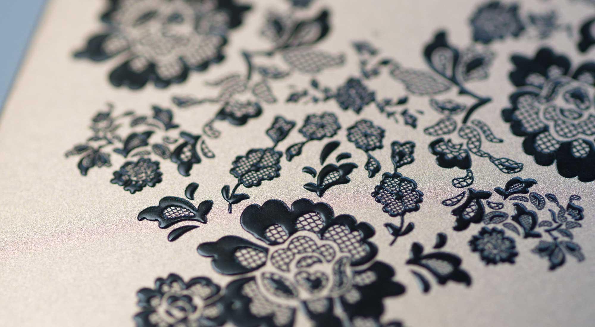 Siebdruck und Prägestruktur © Atelier Haase - Foto: Cornelia Ganner