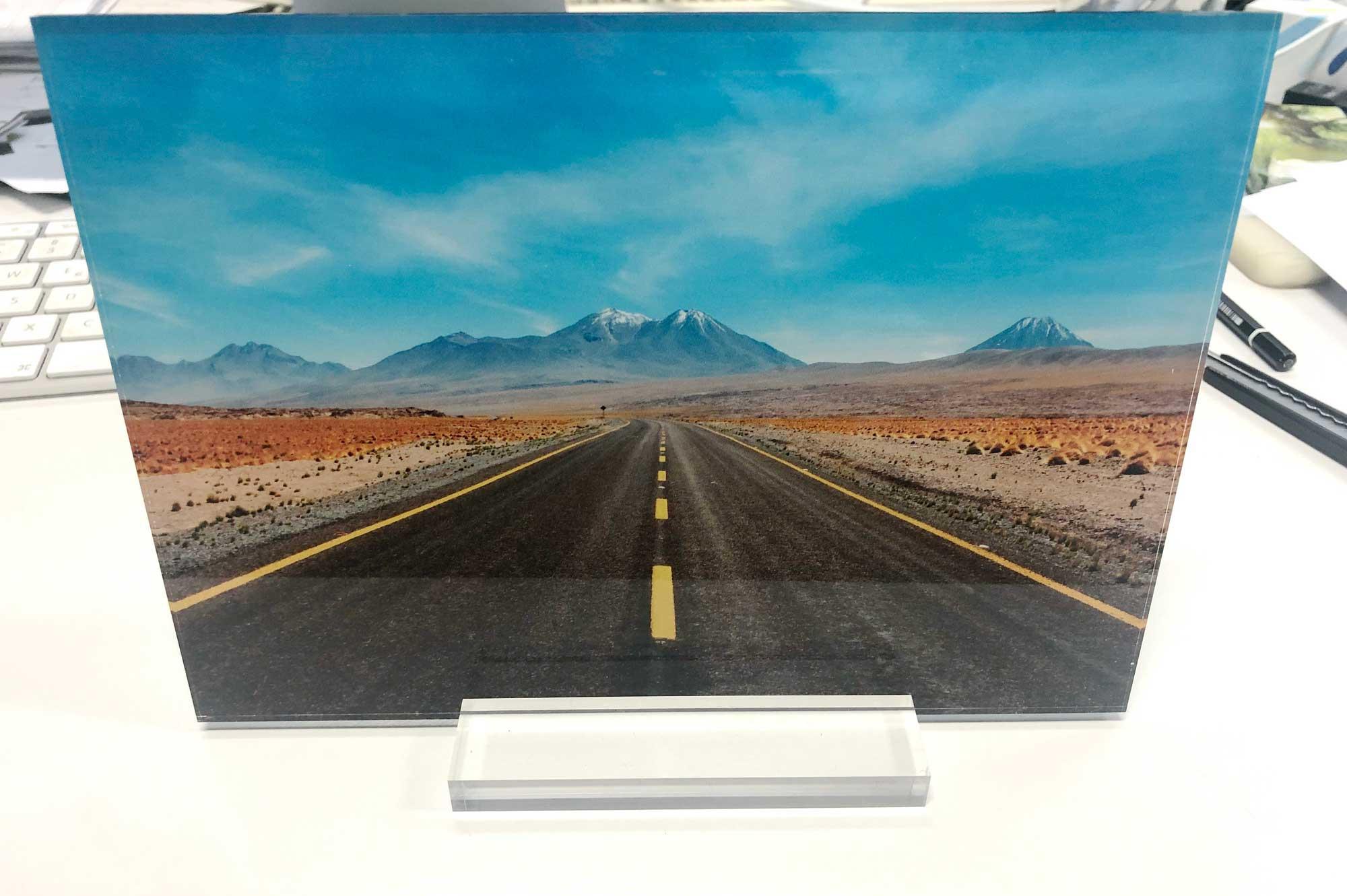 Acrylbild mit Acrylhalter © Atelier Haase - Foto: Hans-Heinrich Haase