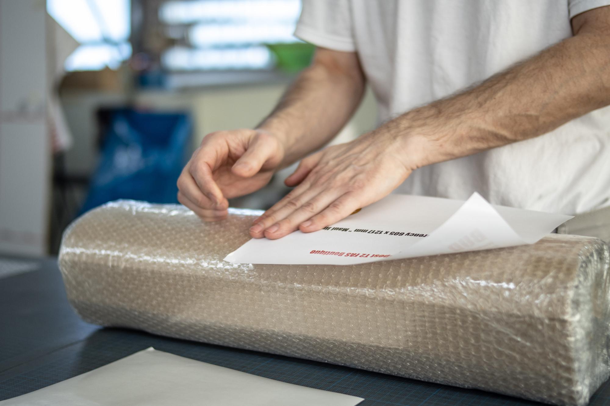 Beim Verpacken © Atelier Haase - Foto: Delmar Mavignier